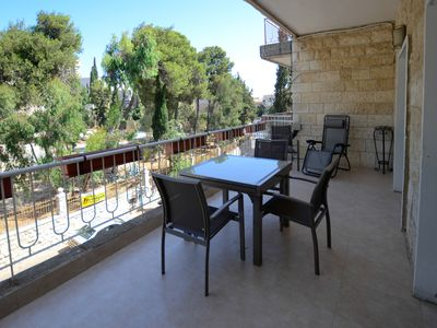 Central Jerusalem kosher 2 Bedroom Vacation Apartment. Free parking. Super safe