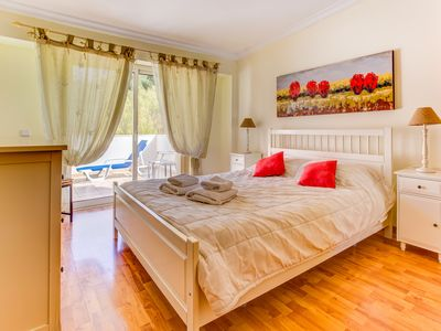 Photo for Spacious apartment only 5 minute walk from Carvoeiro beach