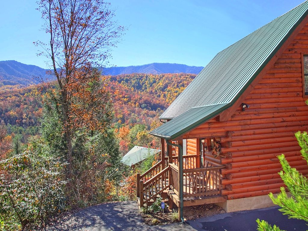 Secluded 2 bedroom cabin with fabulous views of the great for Two bedroom cabins