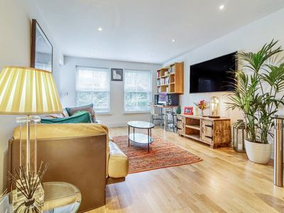 Photo for Bright, Contemporary 2 Bed, 2 Bath apt in Fulham