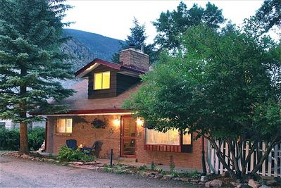 Cozy mountain cottage in historic Georgetown near the creek and shops