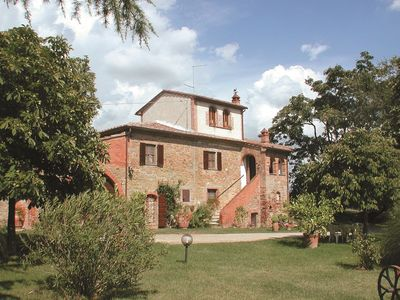 Photo for Villa with private pool, garden and Wi-Fi. Panoramic and quiet position. Marciano della Chiana.