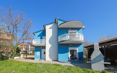 Photo for Well equipped accommodation only 600 meters to the sandy beach with air conditioning, parking