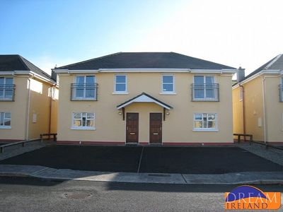 Photo for 3 bedroom holiday home just a short stroll from Lahinch town centre