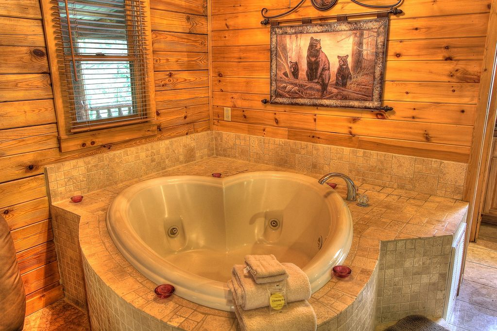 Romantic Cabin  Hot Tub  Heart Shaped Jacuzzi  Gated  Explore The Mountains
