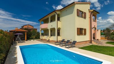 Photo for Villa with pool for big groups in Pula
