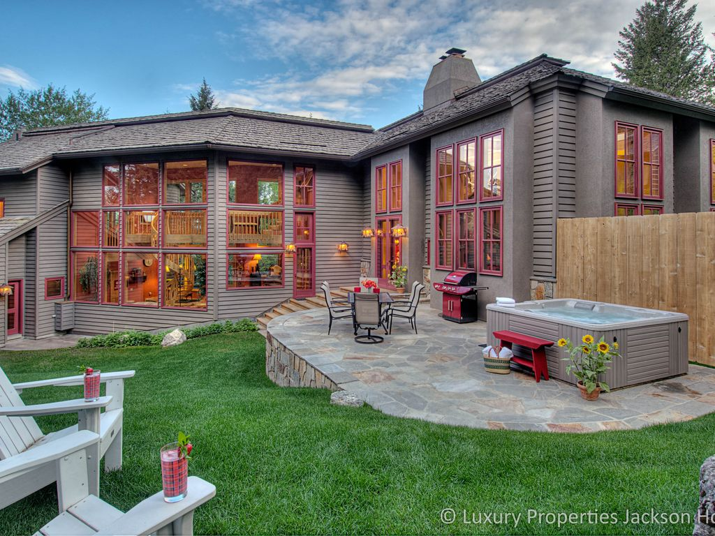 15 off now through july hot tub sleeps 1 vrbo for Jackson wyoming cabin rentals