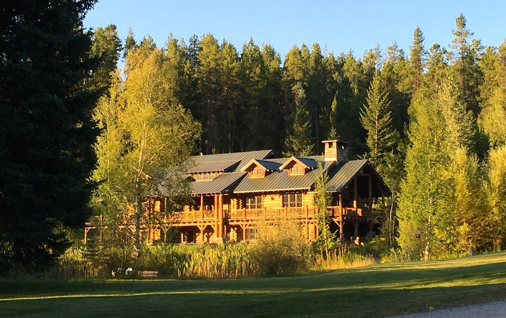 Private ranch next to glacier national park homeaway for Glacier national park cabin rentals