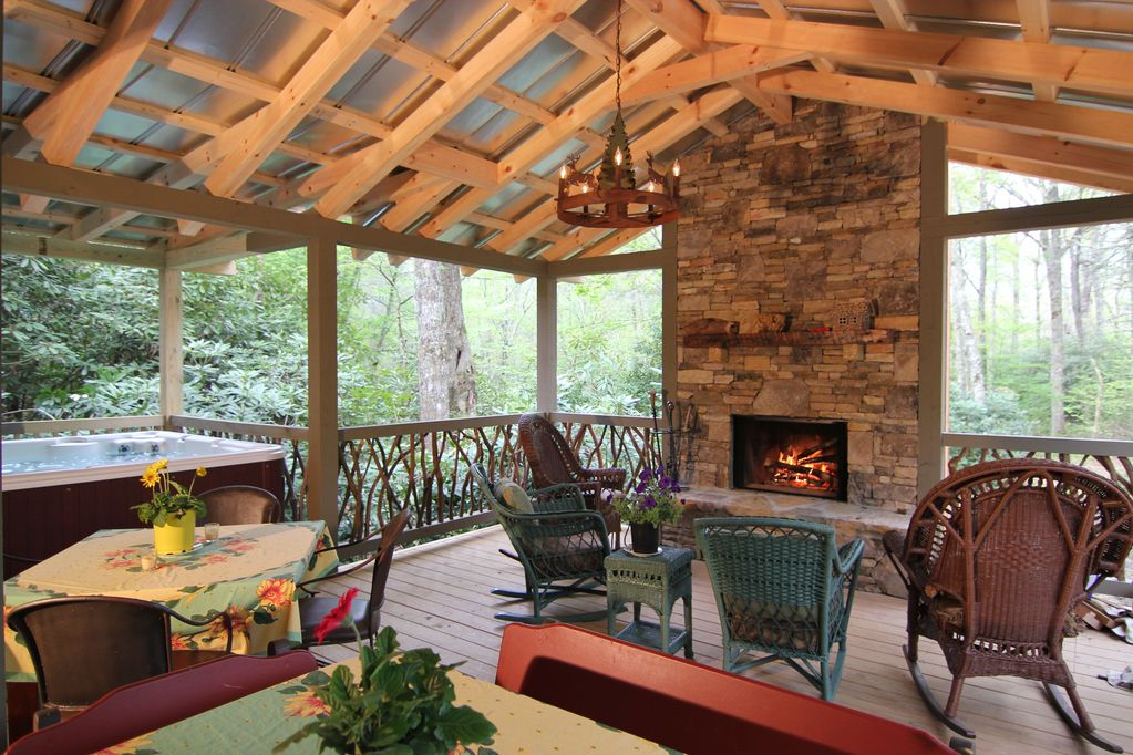 In Town, 2 Masters, Outdoor Living Area W/fireplace,Spa ... on Patio Designs For Straight Houses id=47888