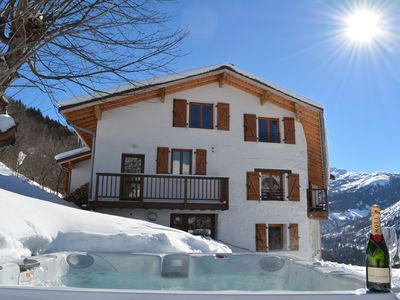 Photo for Beautiful & Modern 14 person chalet with Large outdoor Jacuzzi & stunning views