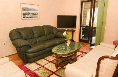 Spacious Two Bedroom Apartment in quiet area 6min from the center