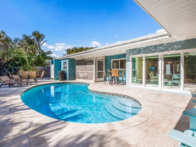 Beach Haven: Ground Level, Heated Pool, Ping Pong Table, Close to the Beach!