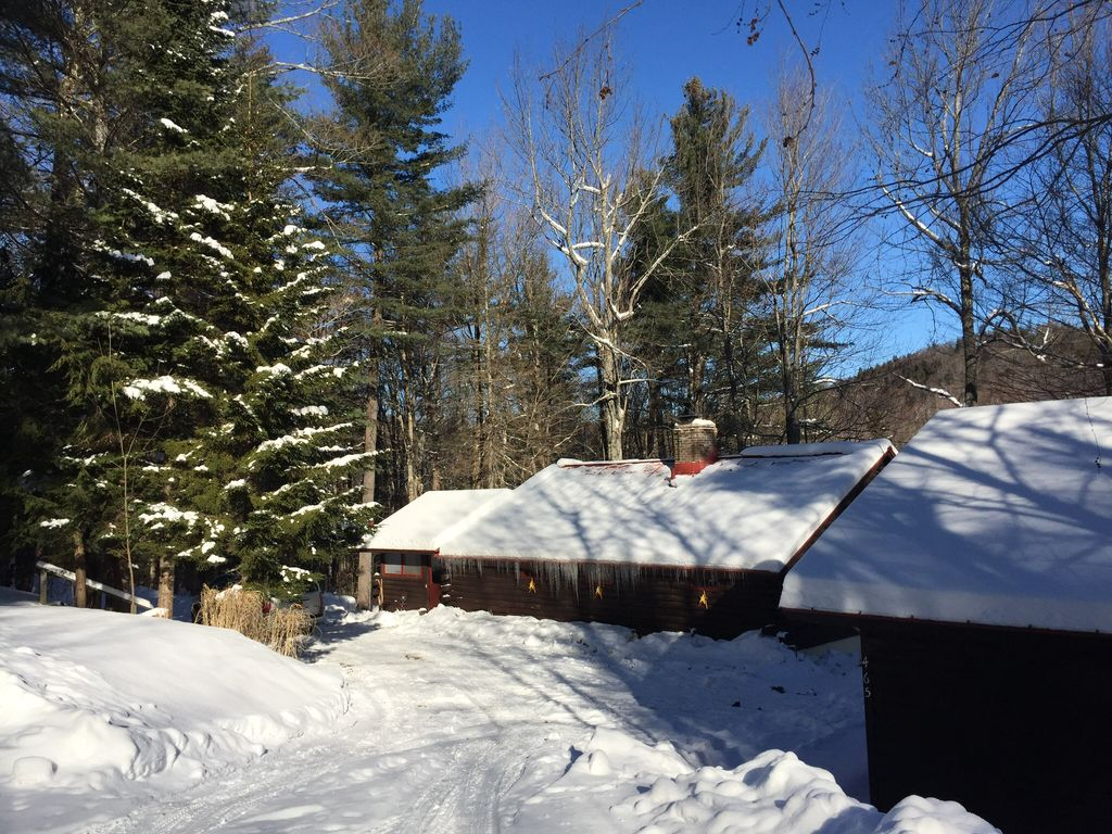 Charming Traditional Log Cabin In Between Mt Snow And