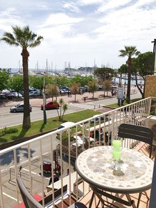 Photo for Pleasant conditioned T2 on the port of Bandol, balcony seen sea, parking and wifi