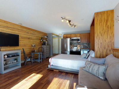 Photo for Elegant studio condo w/ shared pool, hot tub, game room & other resort amenities