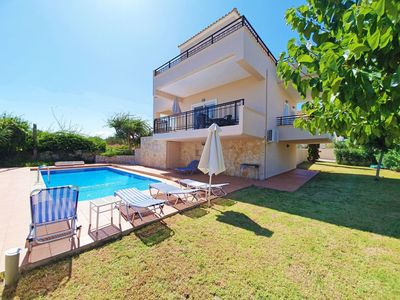 Photo for Wonderful private villa for 7 people with WIFI, private pool, A/C, TV, balcony and parking