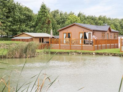 Photo for The Lake House, MARSTON, LINCOLNSHIRE
