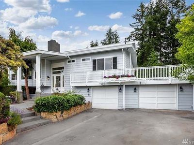 Photo for A luxurious water view home, close to shopping areas, 15 mins to Seattle/Tacoma.