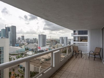 Photo for High Rise Comfort with Balcony and Pool
