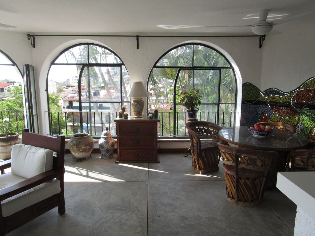 Rooms filled with sunlight!