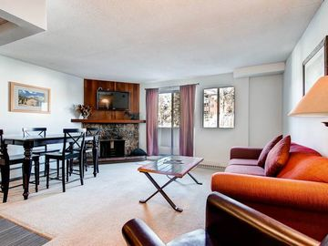Ski in Ski Out Condo-Fantastic Resort Amenities-Free Guest Shuttle-Walk to Town