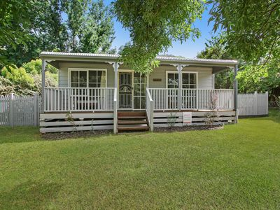 Photo for Corinda Cottage - 4 bedroom pet friendly five minute walk to town and river