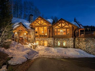 Photo for 4 bedroom, 4.5 bath comfortably furnished with gorgeous mountain views and hot tub. True Ski-In-Ski-