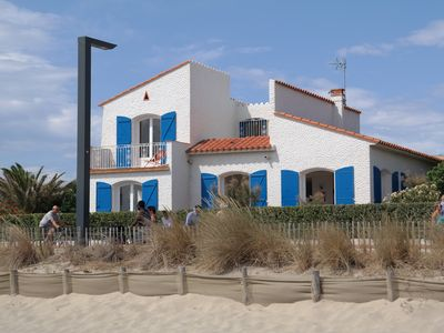 Photo for VILLA WATERFRONT - Direct access to the beach - 150 m shopping - garden Garage