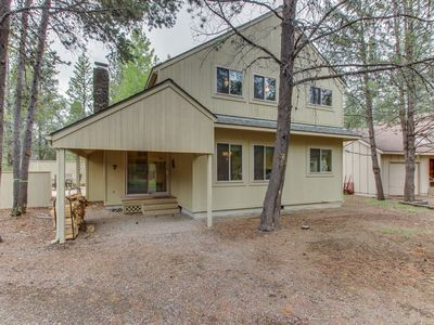 Photo for Cozy Sunriver home w/ hot tub, SHARC passes, wood stove
