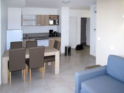 Photo for Nice apartment for 6 people with pool, WIFI, A/C, TV, balcony, pets allowed and parking