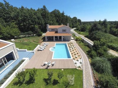 Photo for Holiday house with outdoor pool and barbecue