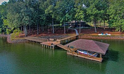 Photo for Luxurious Private Retreat 5 Bed 4BA, 5,400 sq ft on 3 acres w 420' of Lake Front