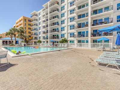 Photo for Bright condo in a beachfront complex w/ shared pool, fitness room & hot tub!
