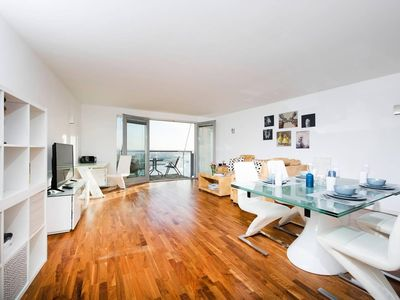 Photo for Modern 2BR Flat with Thames View