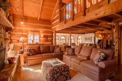 Big Rock Lodge Large living area with loft above