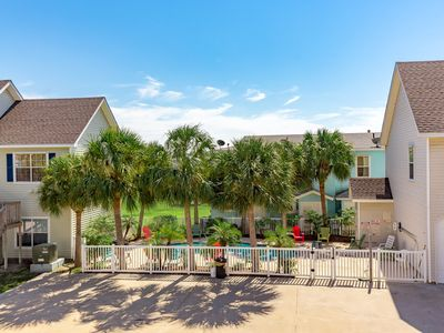 Photo for Stuck In Paradise: Close to the Beach, Shared Pool, Pets