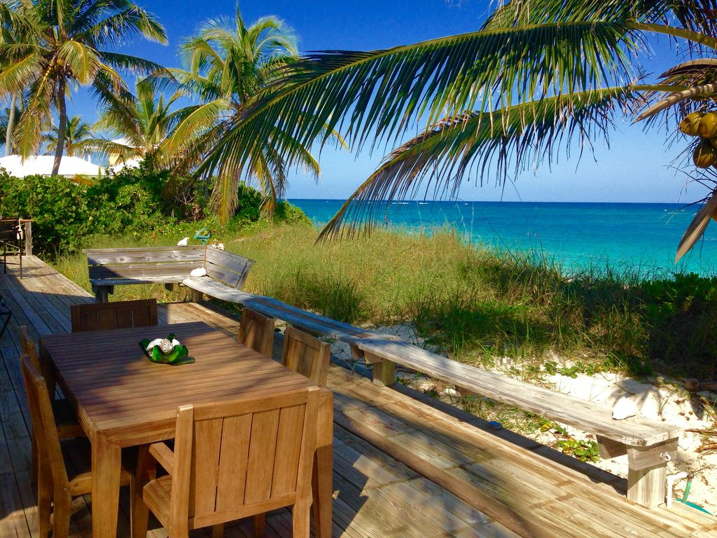Thanksgiving available 85 ft of sandy beachfront,dock,generator,new,close  to tow - Hope Town