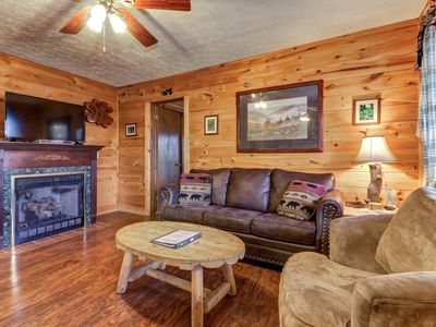 Photo for Woodsy cabin w/ private hot tub/pool table - close to Pigeon Forge!