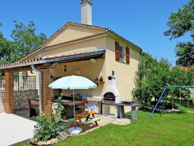 Photo for 3 bedroom Villa, sleeps 8 in Pićan with Pool, Air Con and WiFi