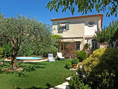 Photo for 3 bedroom Villa, sleeps 6 in Carpentras with Pool and WiFi