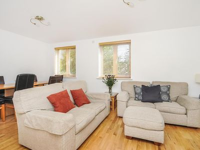 Photo for Righton two-bedroom serviced apartment in headington (oxihbr)