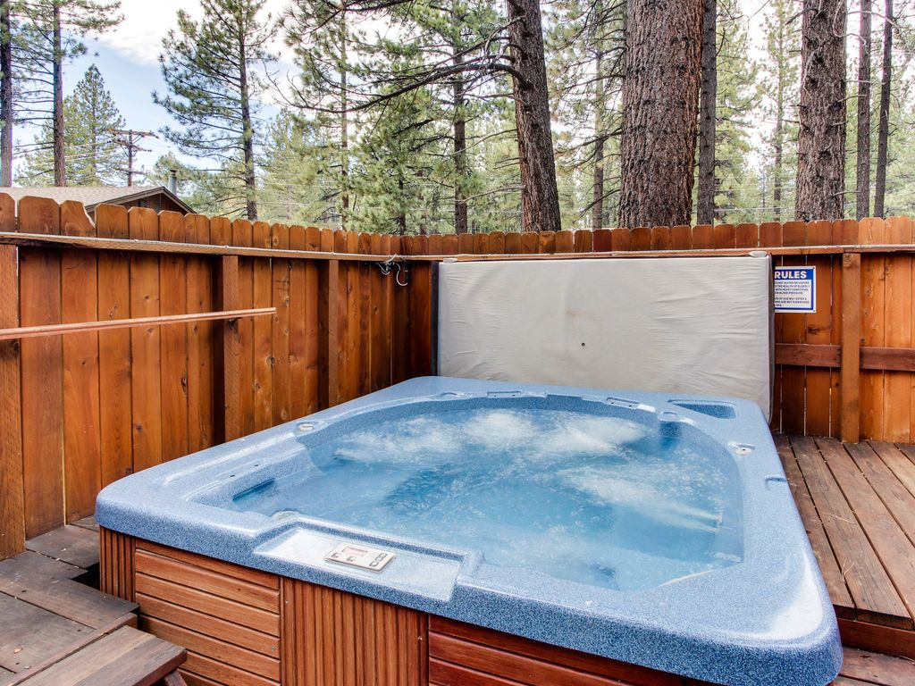 Dog Friendly Cabin W Shared Hot Tub Gas Fireplace And