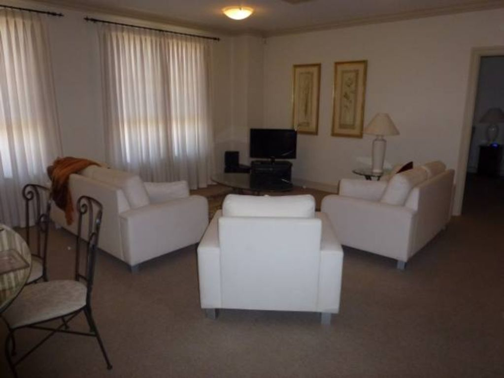 City Escape 2BD in Adelaides East End 2