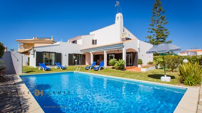 Photo for 4 BEDROOMS VILLA FOR HOLIDAYS IN VILAMOURA/QUARTEIRA
