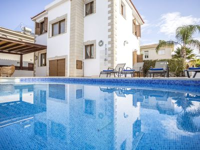 3 Bedroom Villa 2 Minutes From The Beach