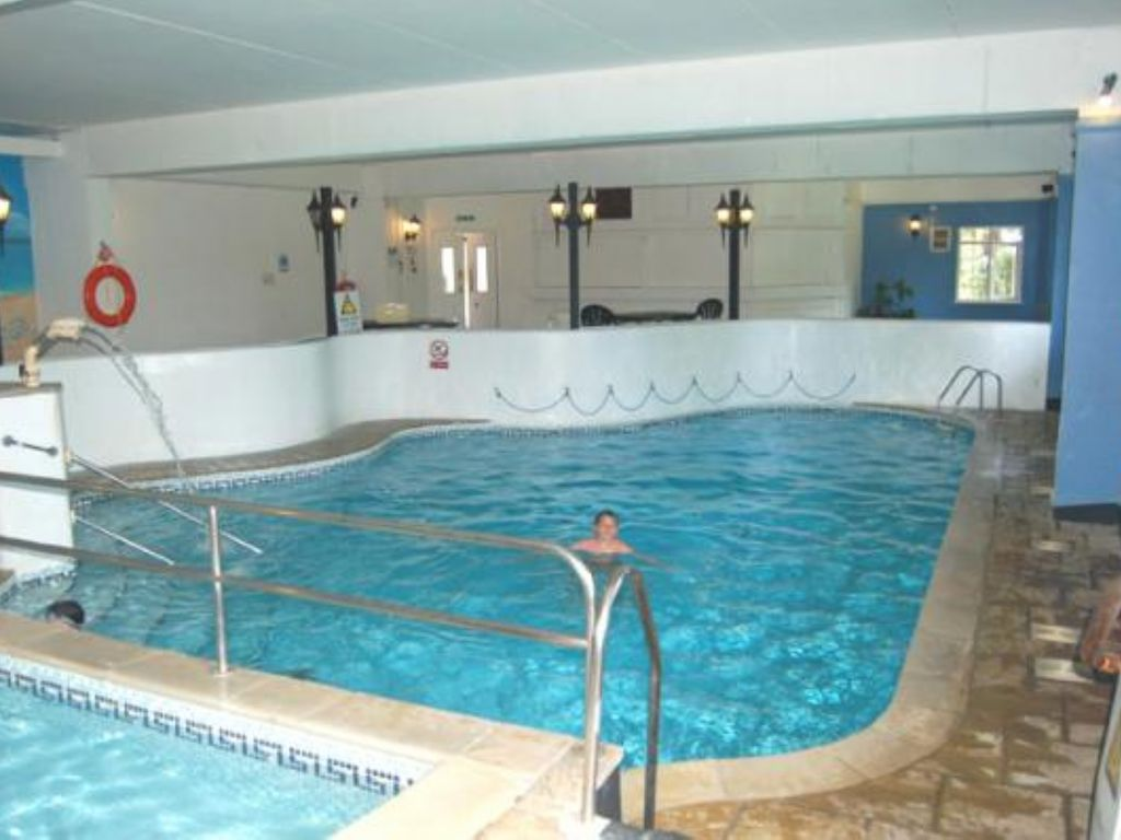Free Use Of Indoor Swimming Pool And Other Manor House Club Facilities Saint Hilary Near