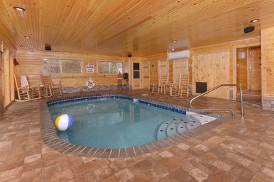 Indoor Heated Pool Sleeps12 Grill Private Convenient