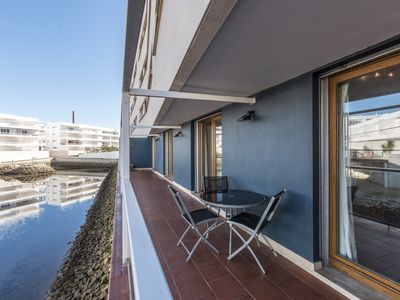 Photo for Beautifully appointed 2-bedroom apartment over looking the water.