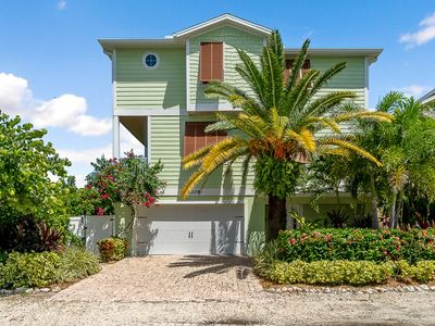 Big Luxury 6 bd/pool/spa! Bikes! Kayak! Reviews! Beach! 3/6-3/12 open!