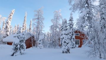 Cosy log cabin by the lake Jerisjärvi, single location, near ski resorts